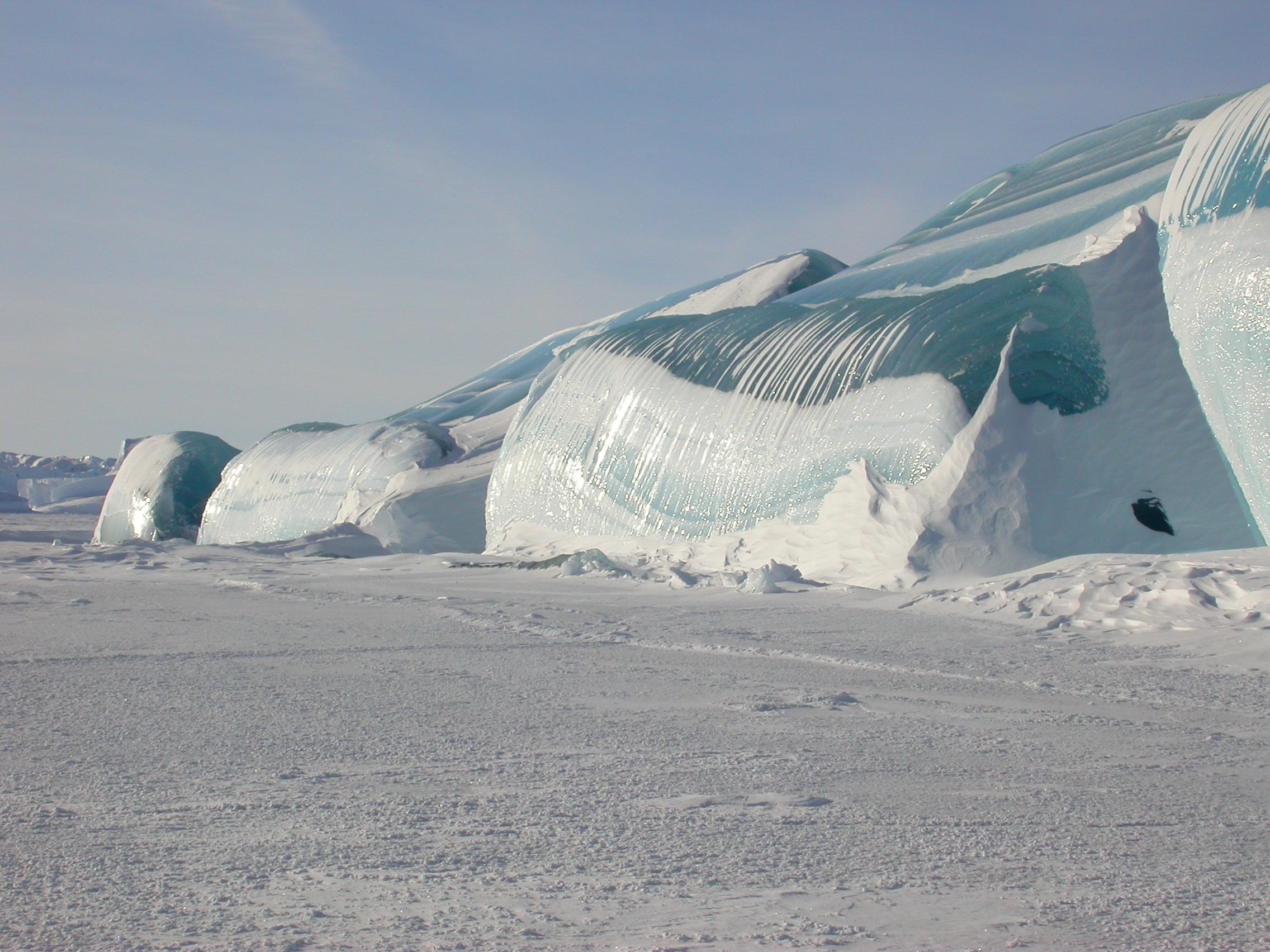 Просто невероятные фотографии. Цунами замерзло и превратилось в лед в